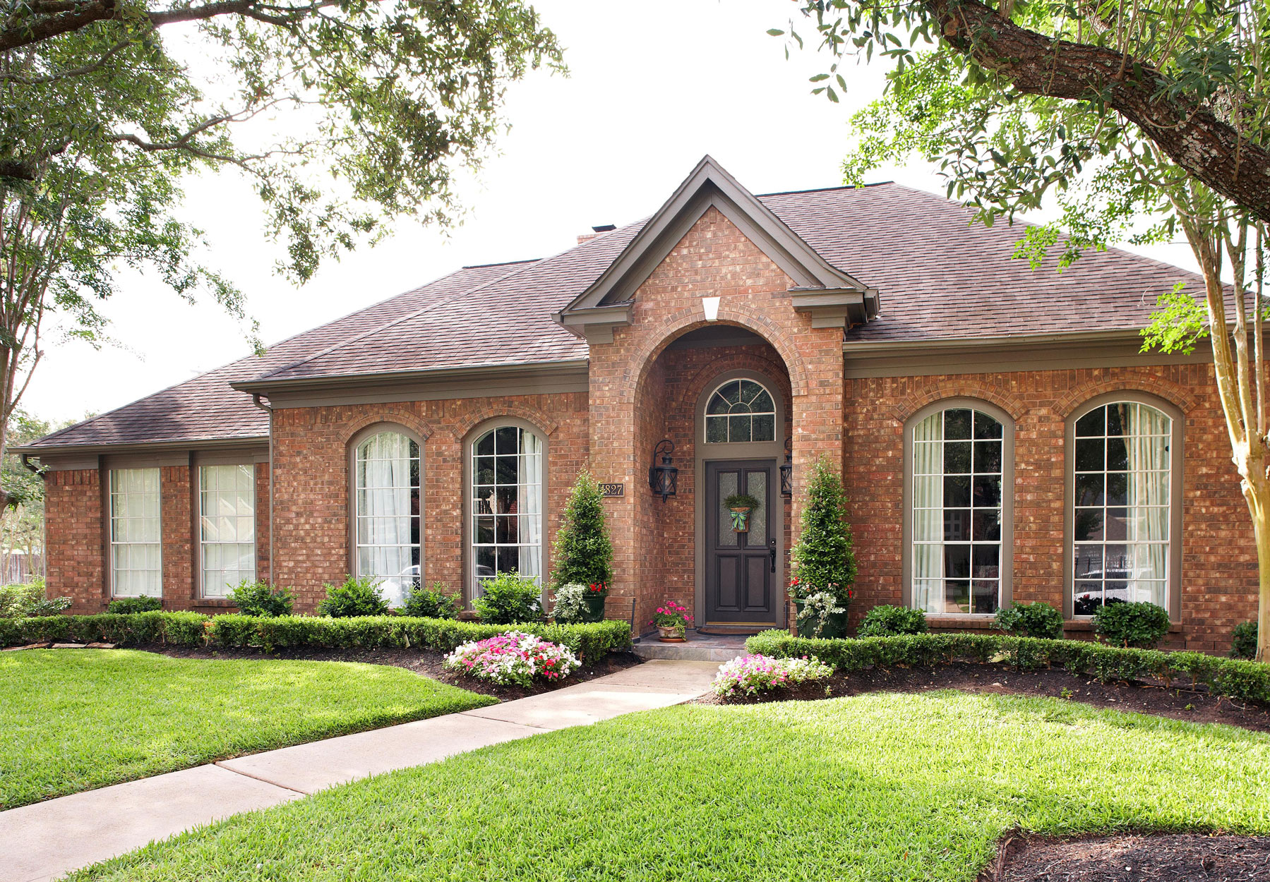 warm brick ranch exterior rounded windows