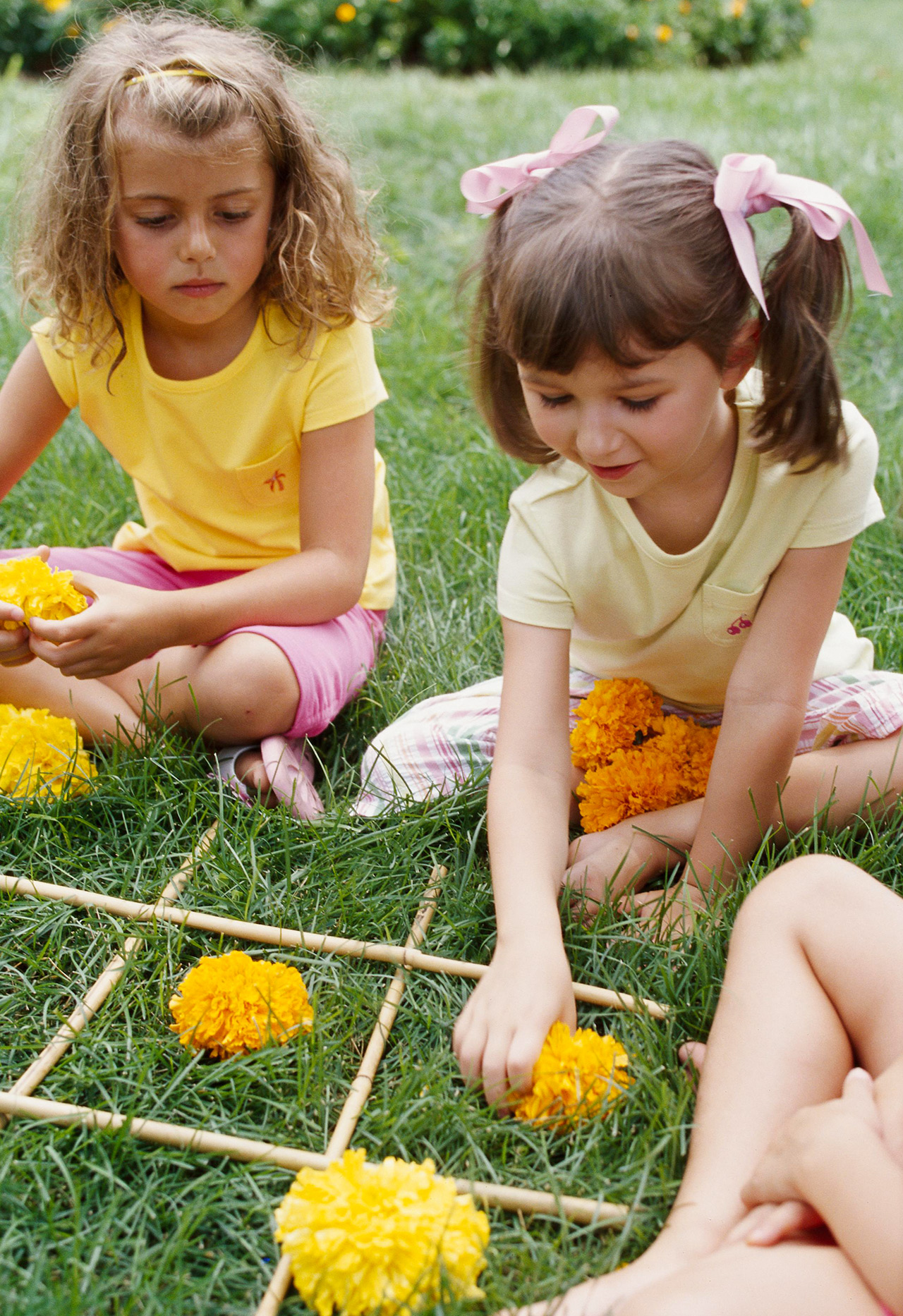 girls playing tic tac toe with flowers