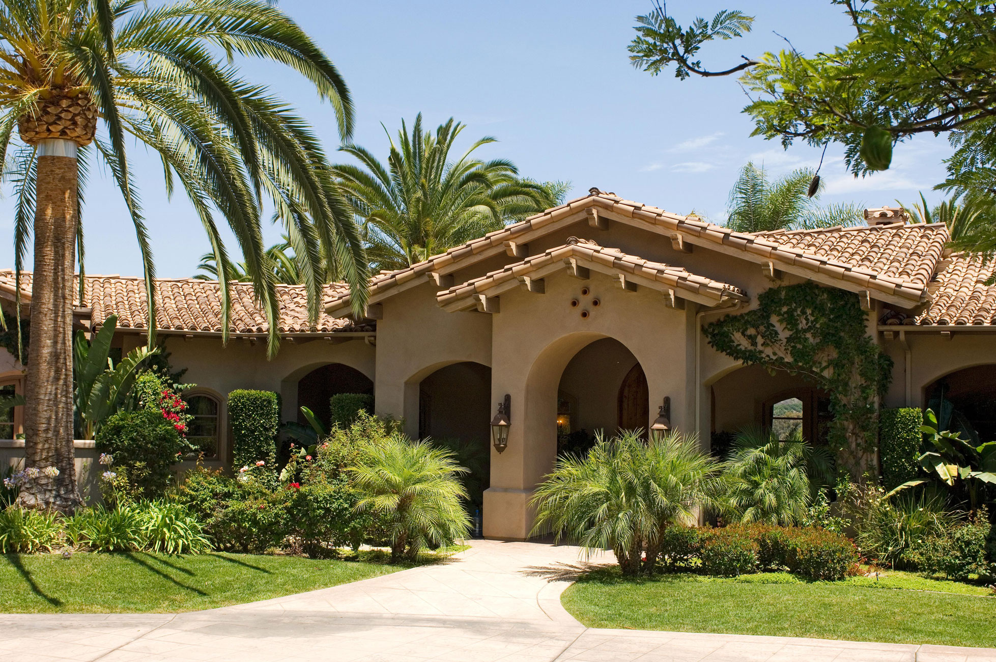 Mediterranean-style ranch exterior with tropical plants