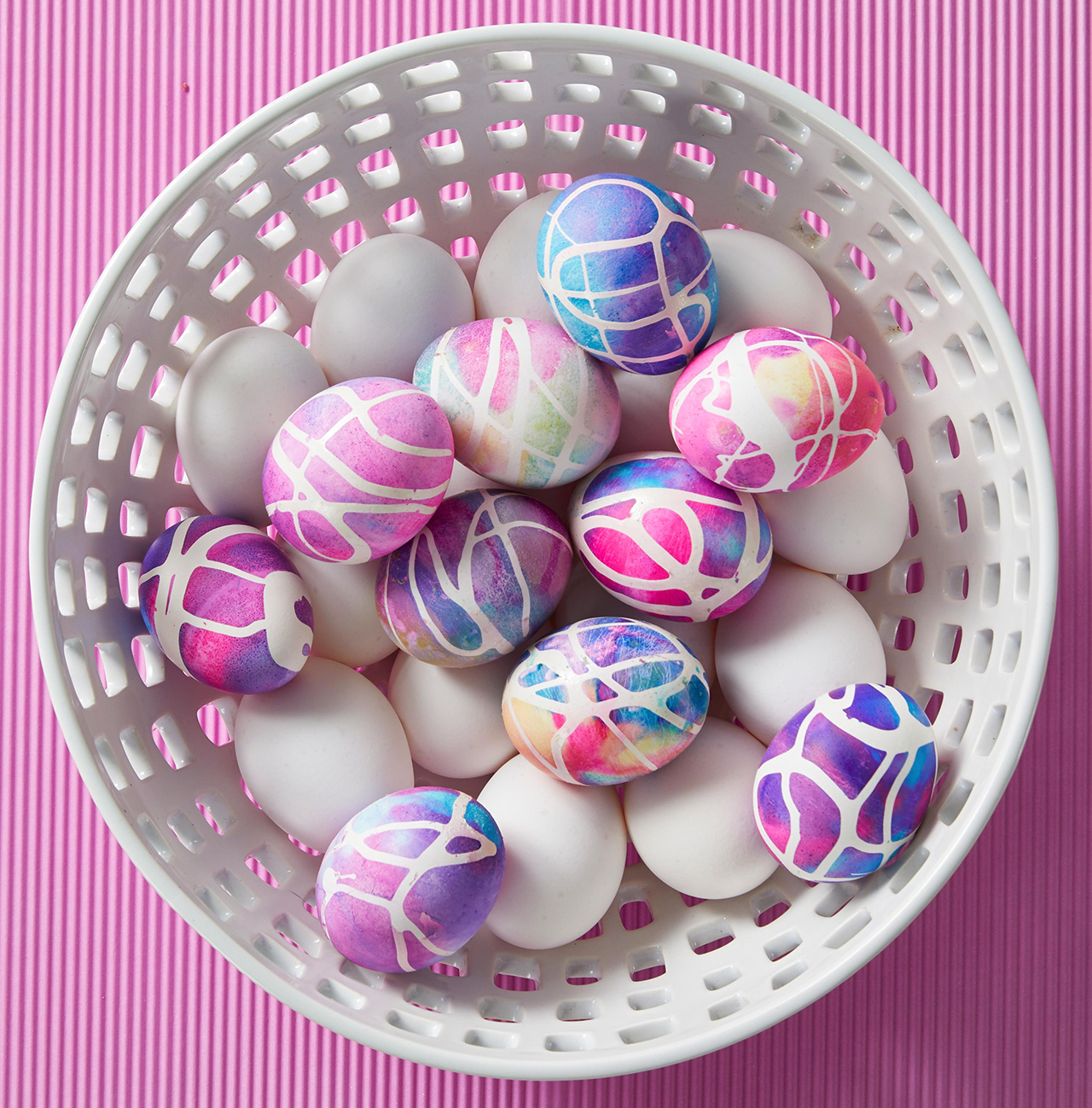 tie dye rubber glue swirl eggs