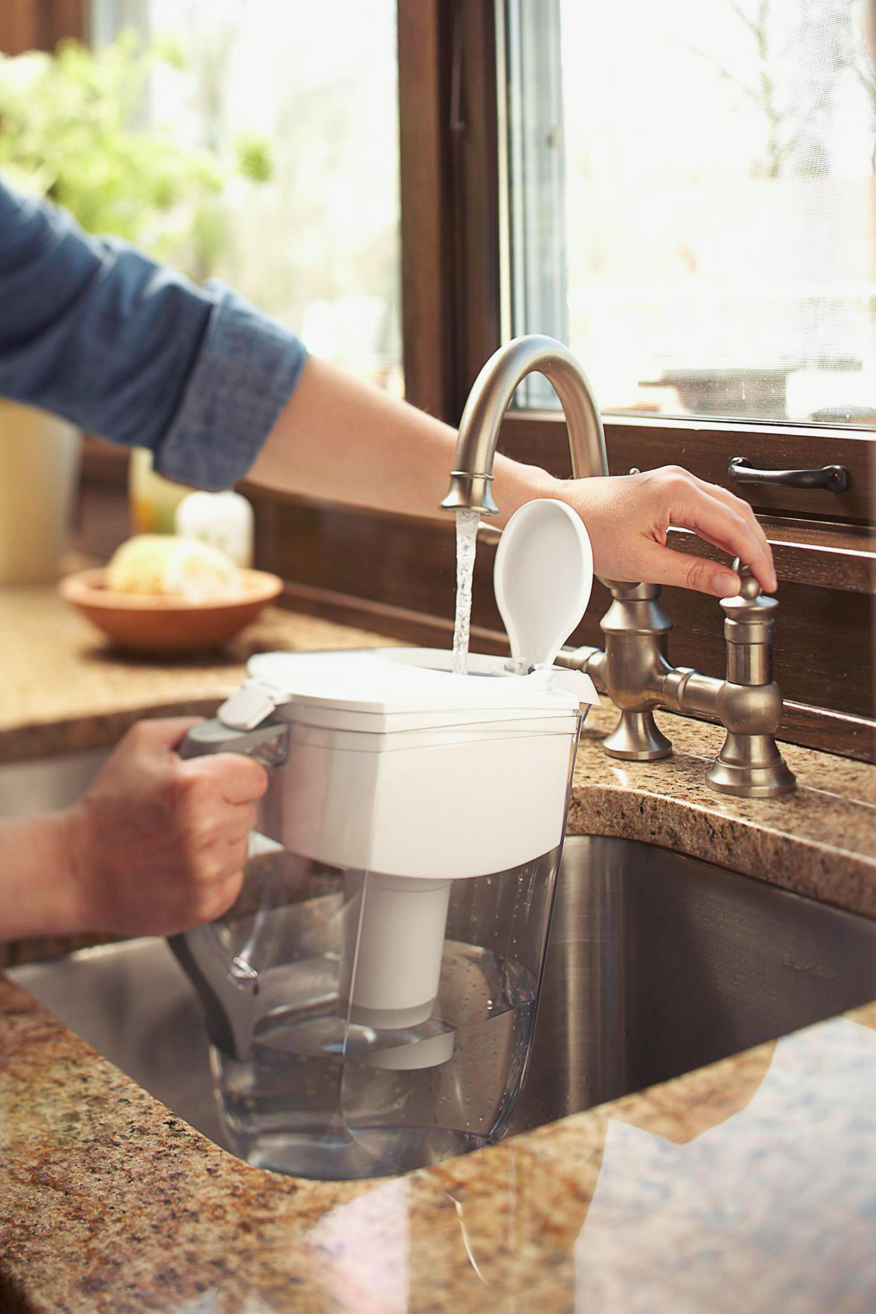 filling water filter pitcher from faucet