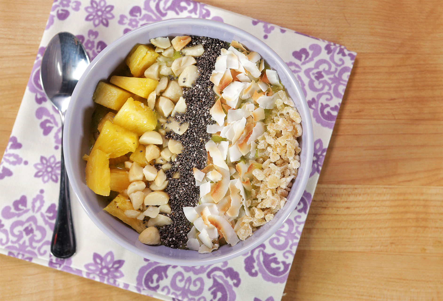 TROPICAL GETAWAY SMOOTHIE BOWL