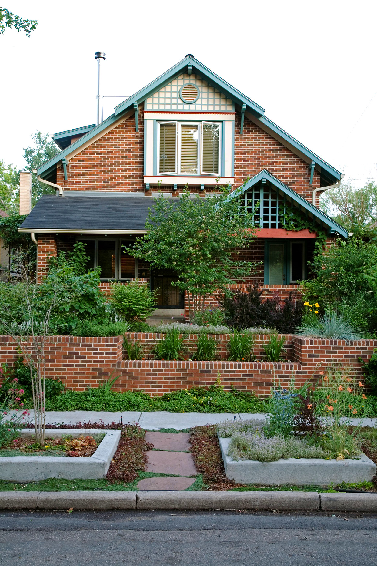 How To Choose The Best Exterior Paint Colors With Brick Better Homes Gardens