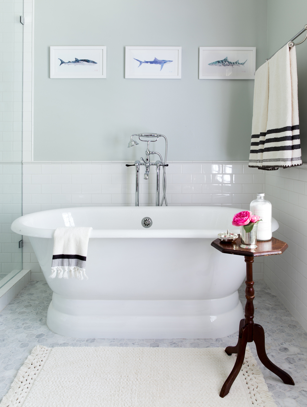 sea salt color walls bathroom white tub
