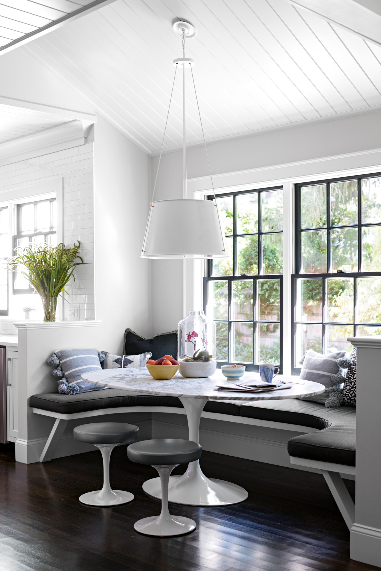 breakfast nook with circular bench