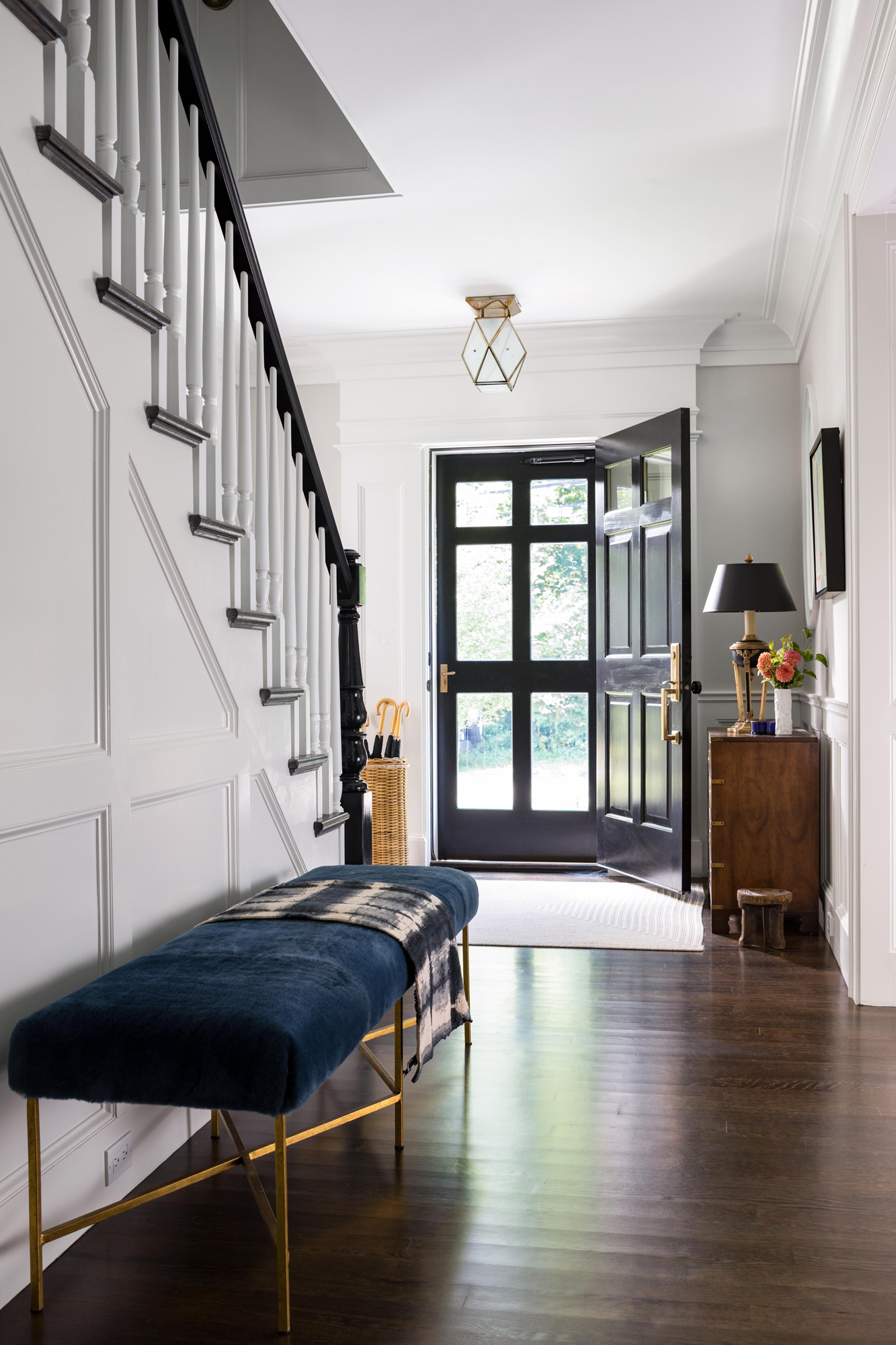 entryway bench seating along staircase