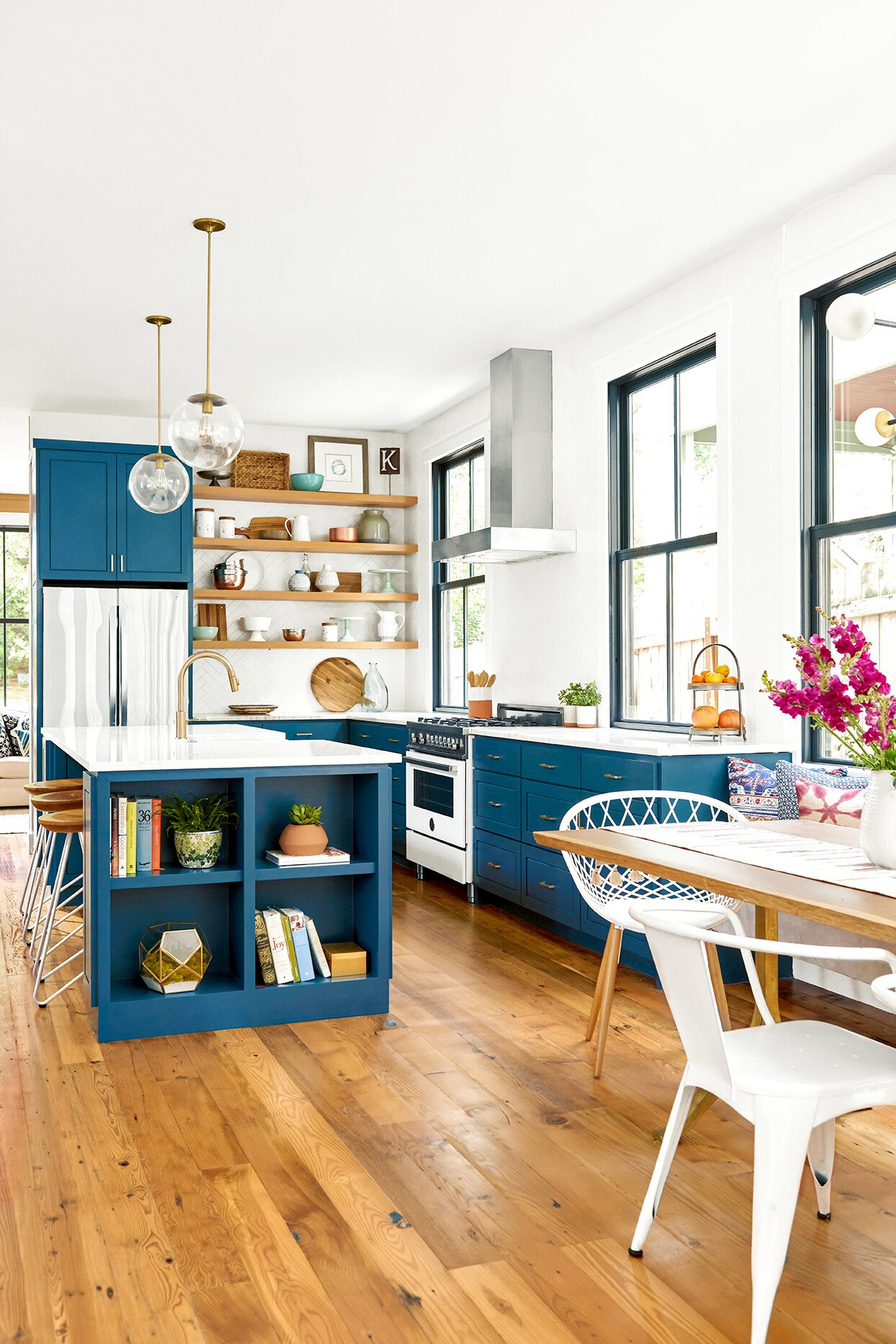 Kitchen with wooden floors and dark blue cabinets