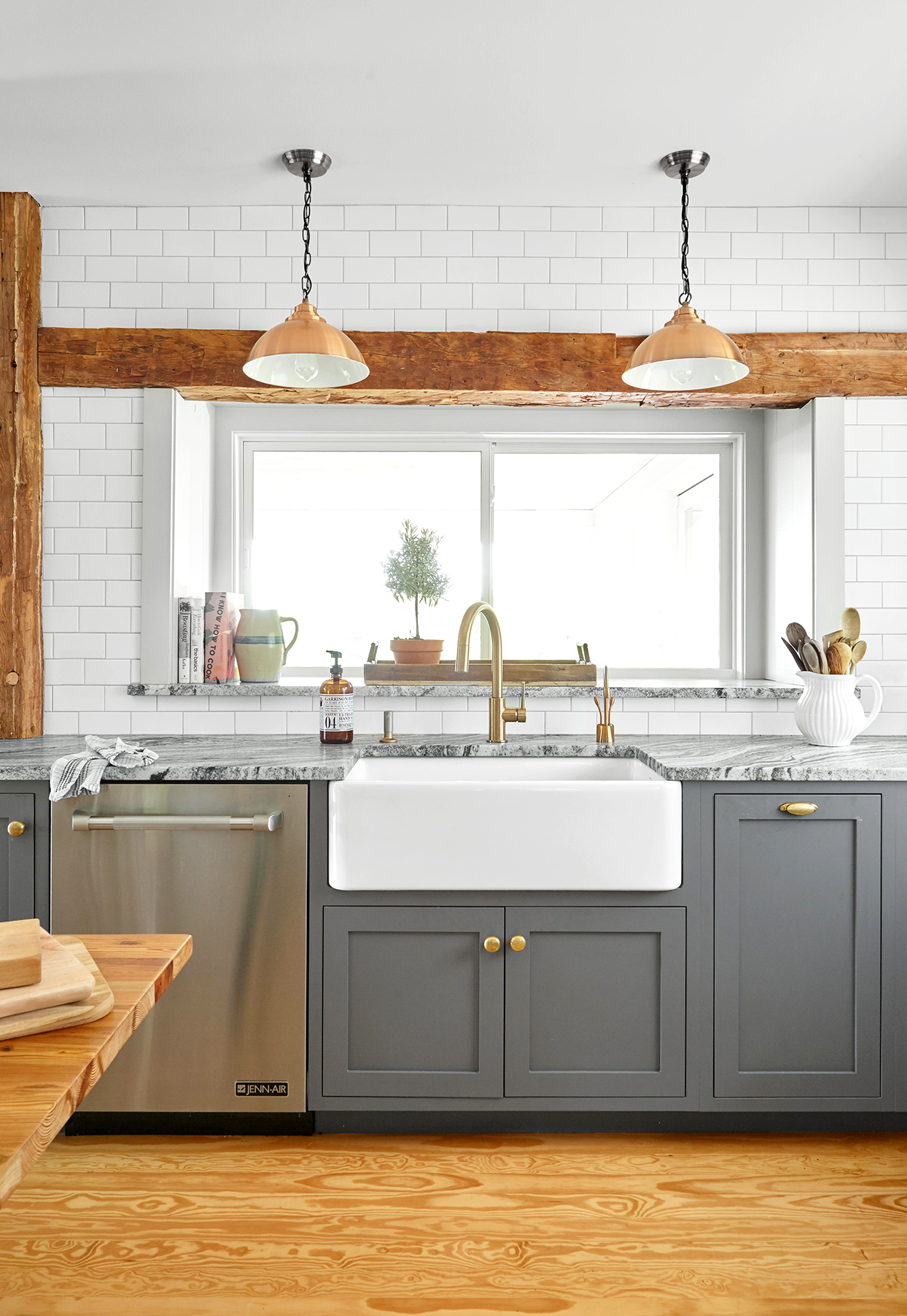 9 Essential Tips For Choosing The Coziest Farmhouse Kitchen Colors Better Homes Gardens