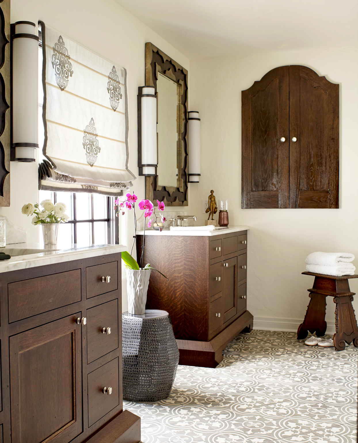 bathroom with Moroccan style