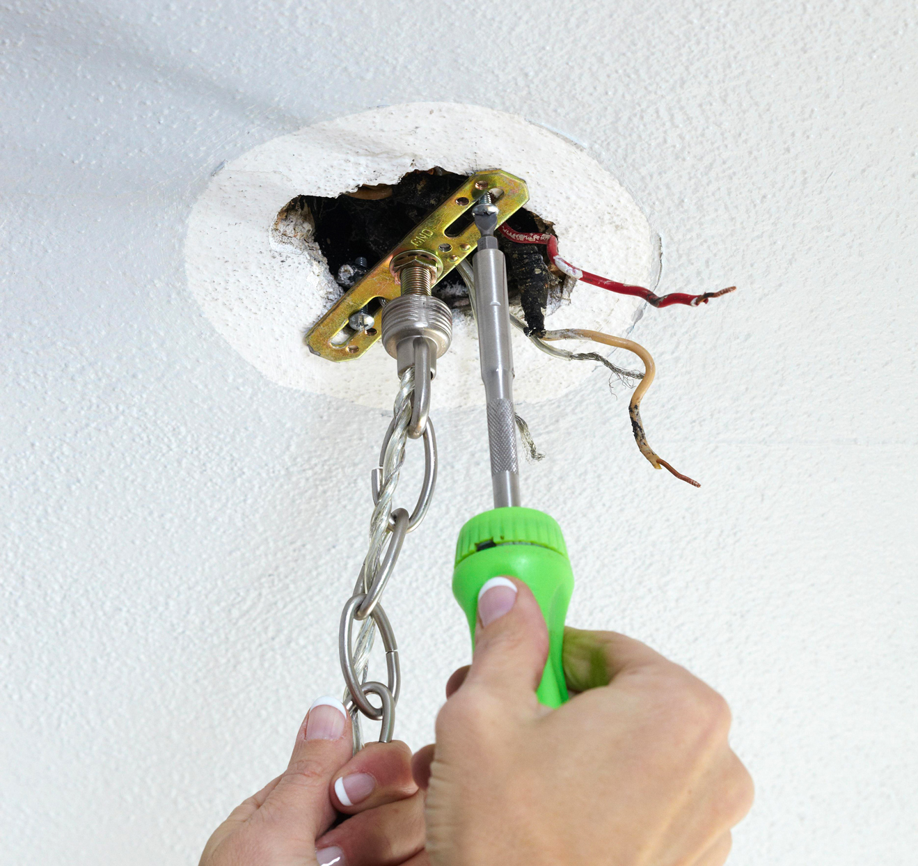 light fixture installation wiring screwdriver how-to