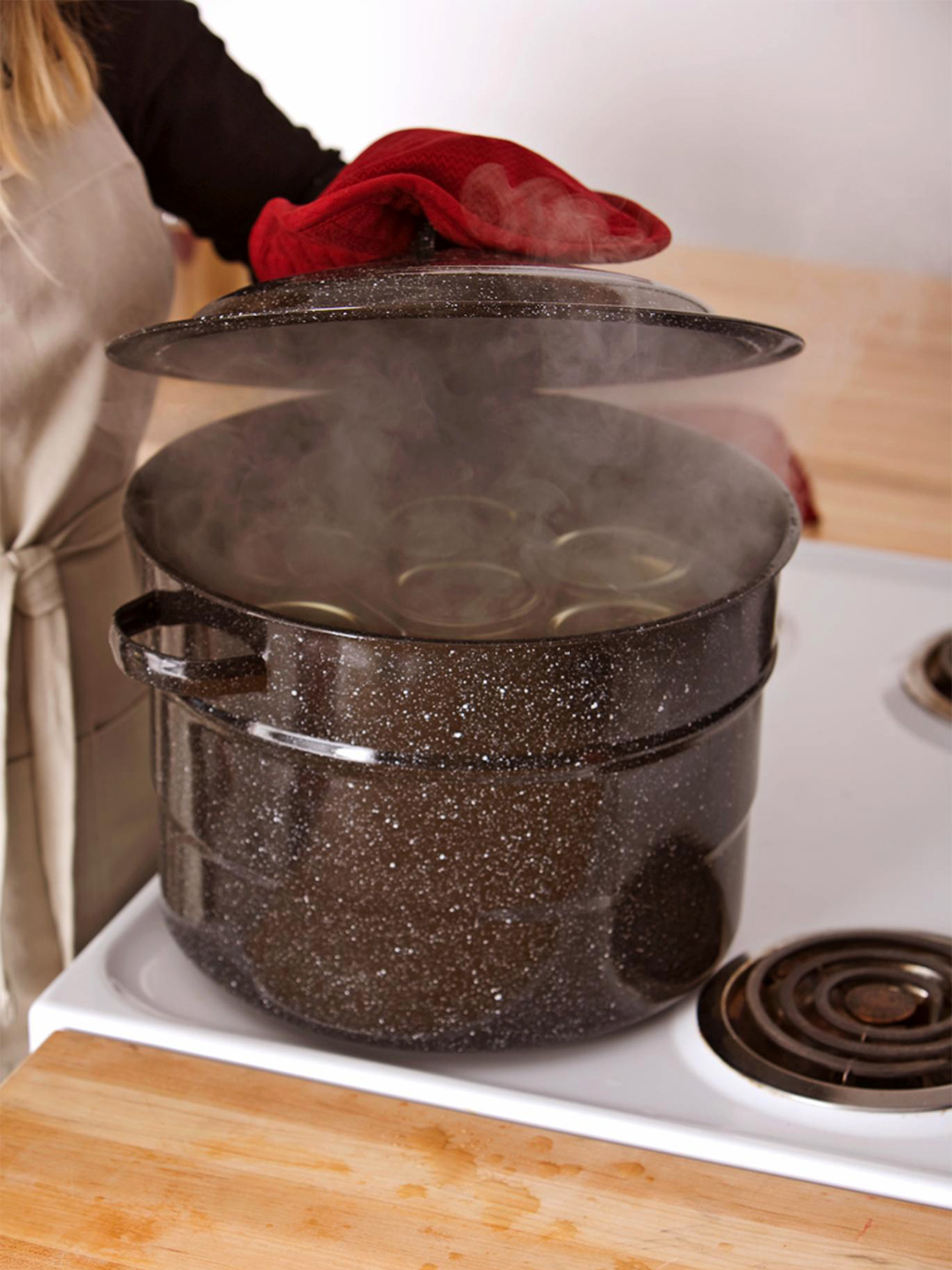 Processing jars in boiling water canner
