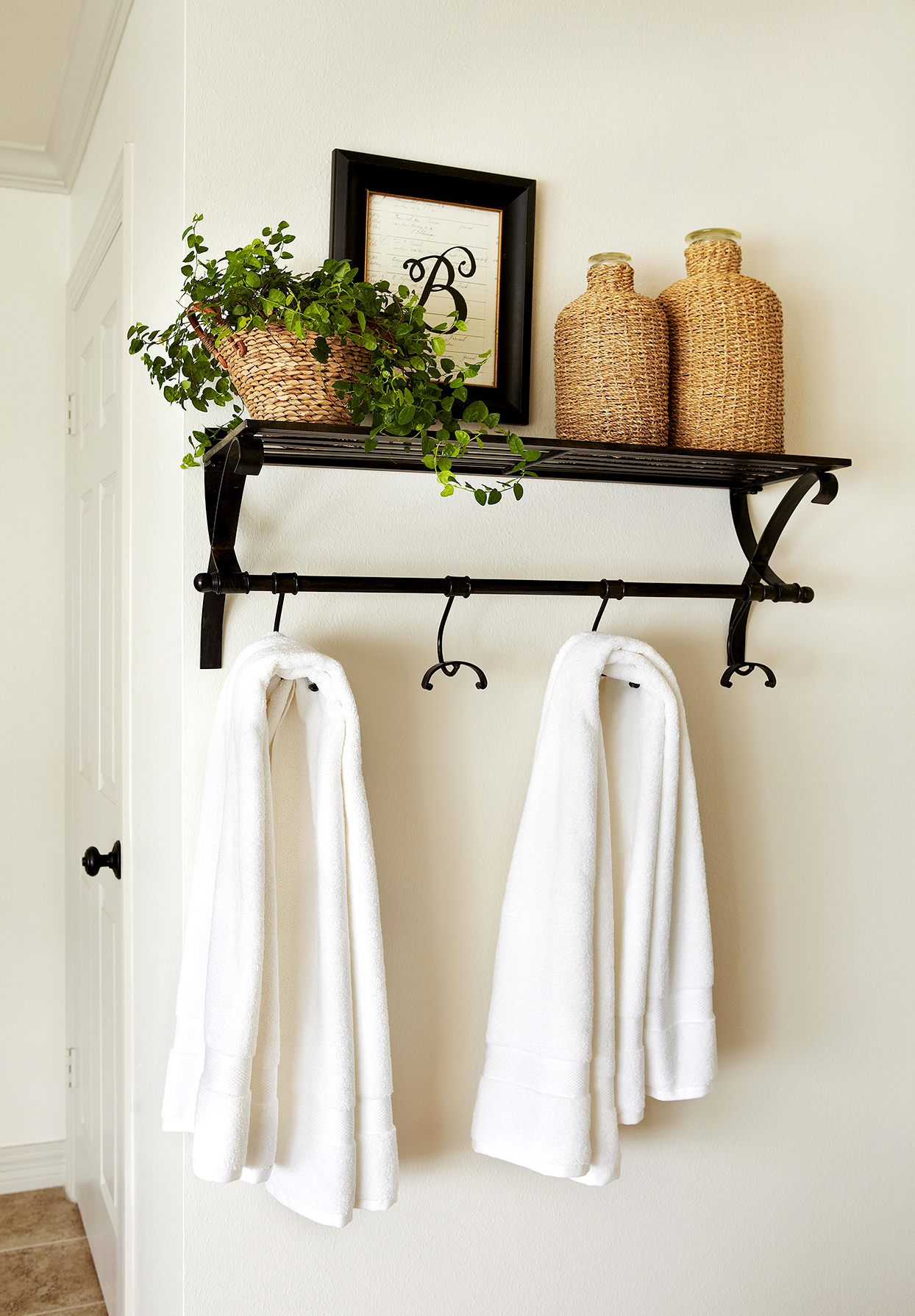 Wall shelf with towels