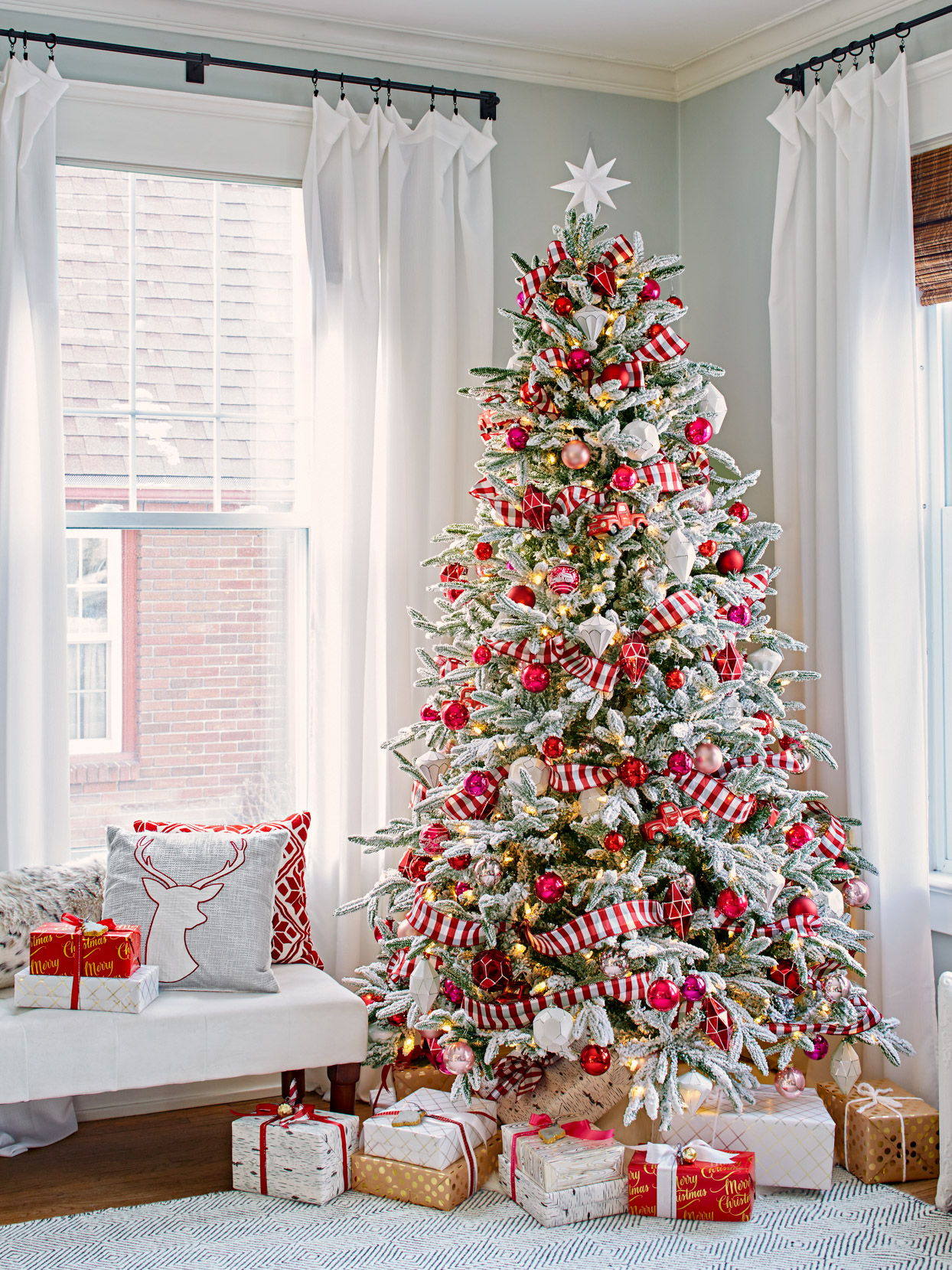 How To Decorate A Christmas Tree In 3 Easy Steps Better Homes Gardens