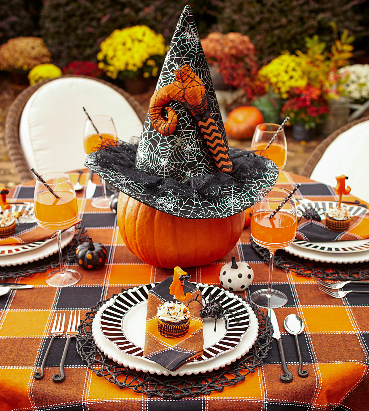 halloween decor table setting