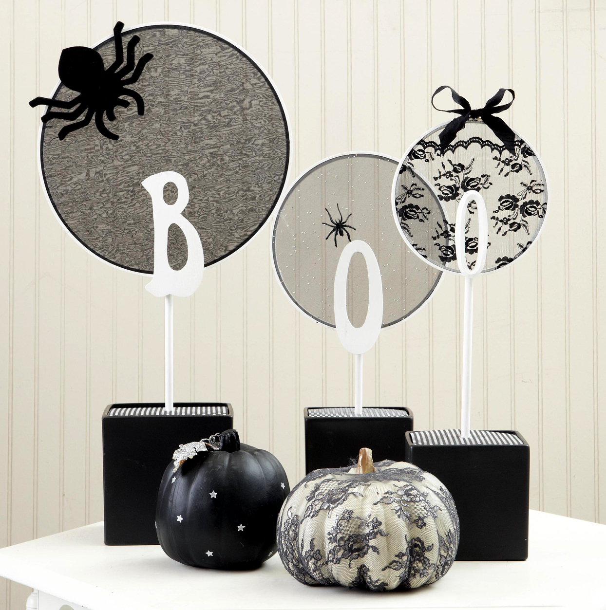 """""""Boo"""" Embroidery Hoop Centerpiece"""
