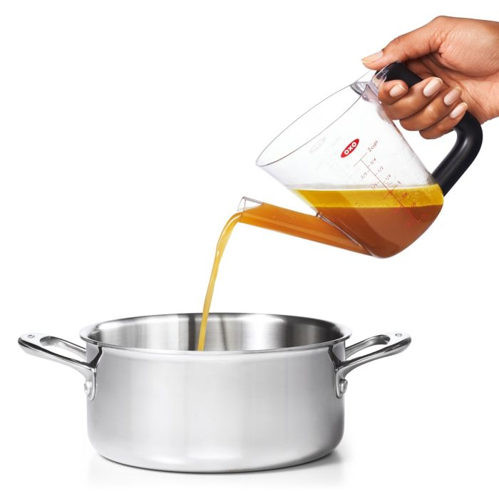 fat separator pitcher pouring into pot