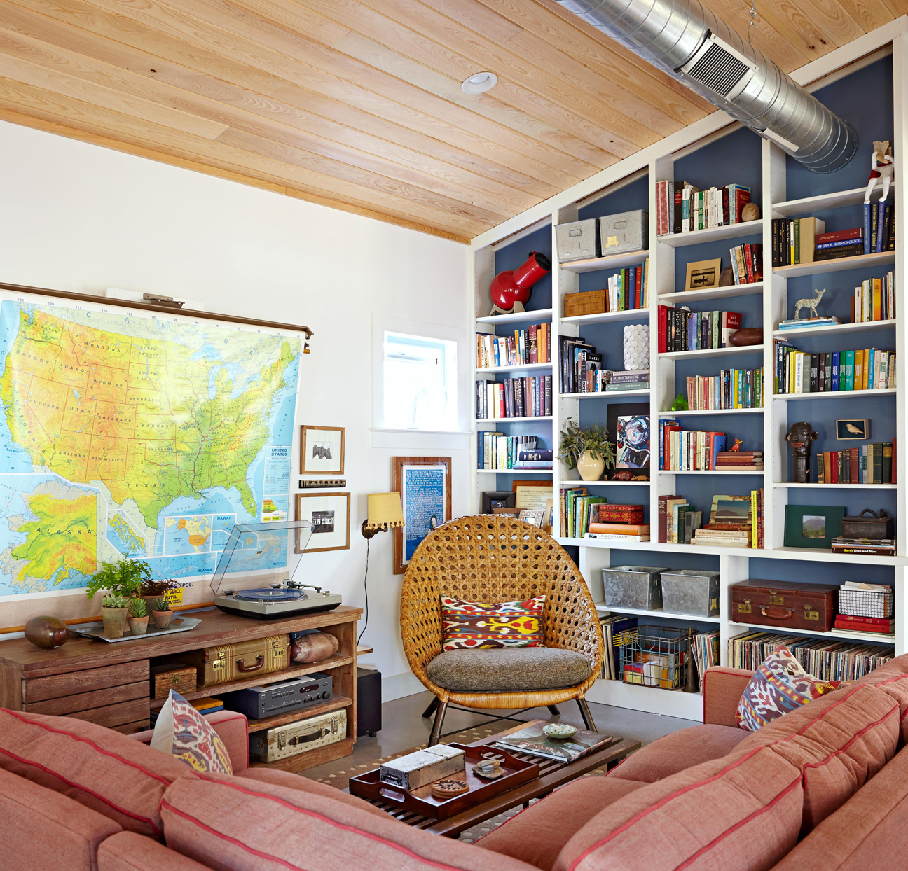 living room built in shelving