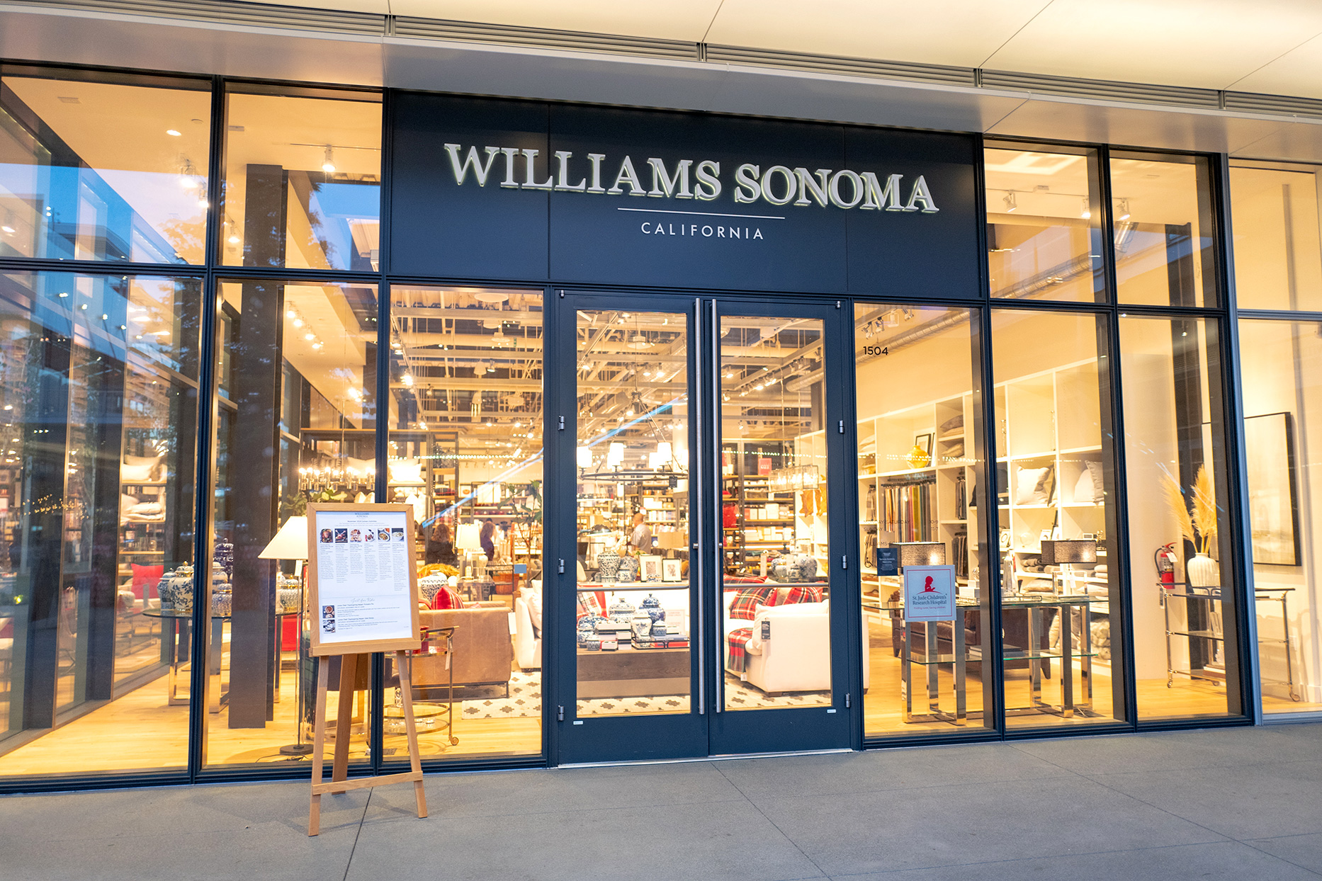 williams sonoma storefront