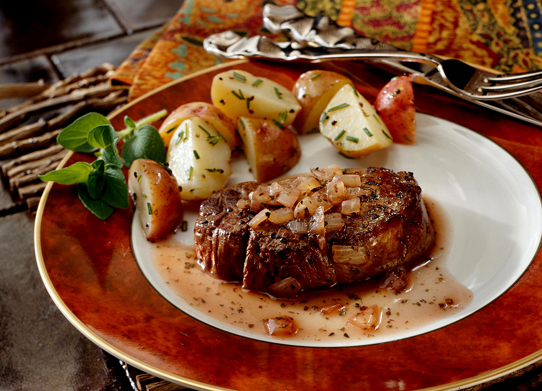 Beef Tenderloins with Wine Sauce