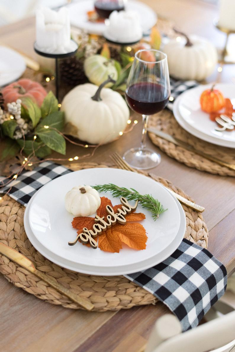 thanksgiving place setting with wood that says grateful