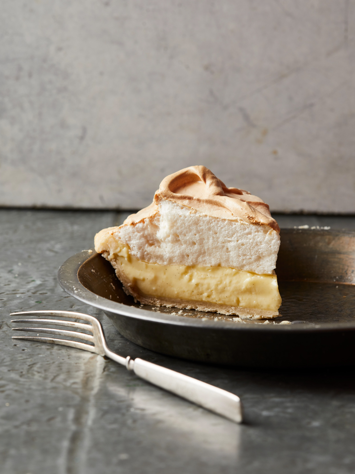 vanilla cream pie in pie pan