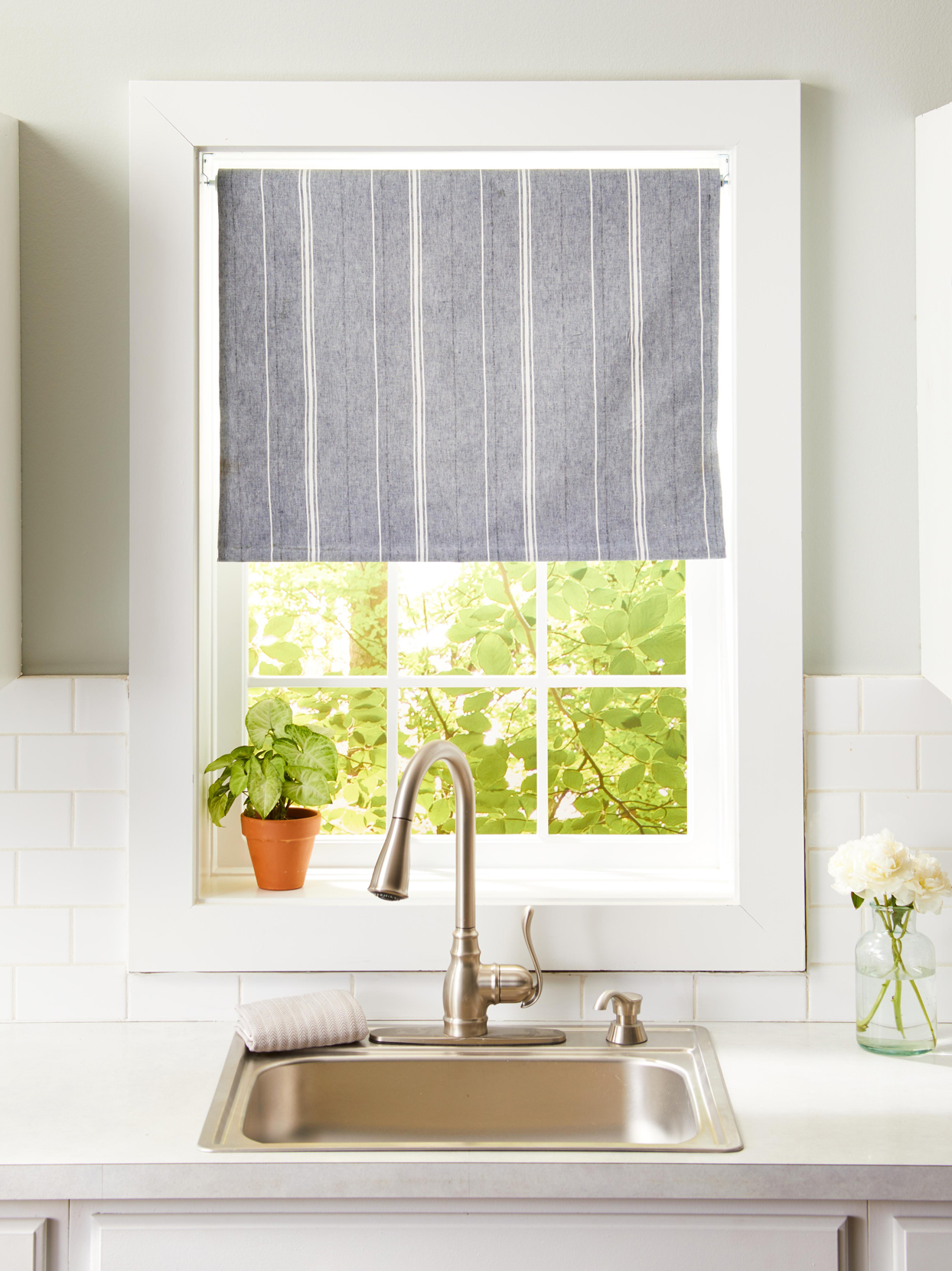 16 Diy Kitchen Window Treatments For An Easy Refresh Better Homes Gardens