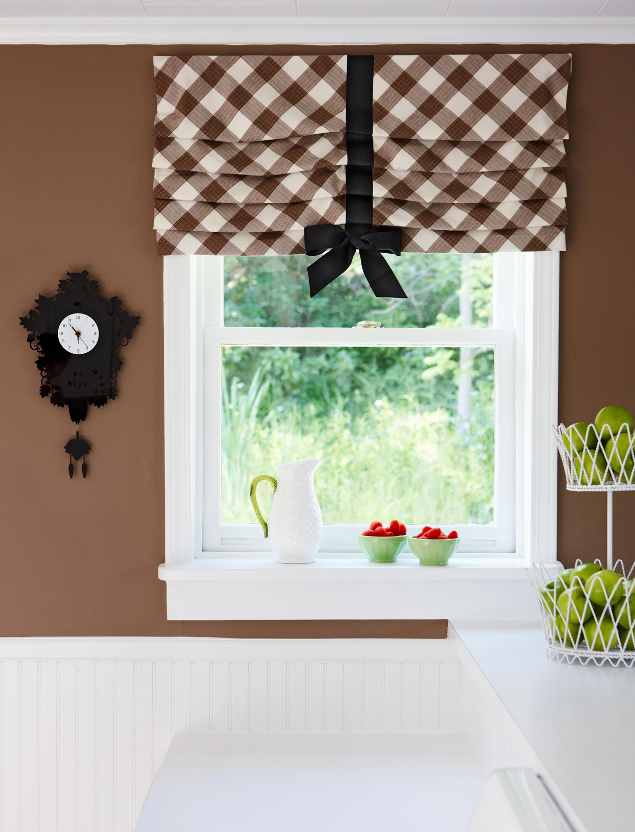 kitchen window stationary shade bow detail