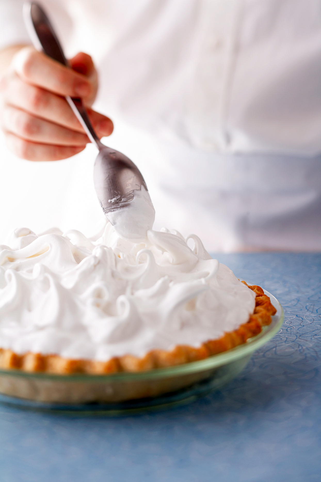 Making curly tops with meringue