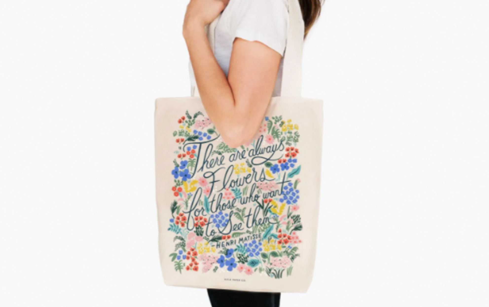 Young woman carrying a Henri Matisse canvas tote bag
