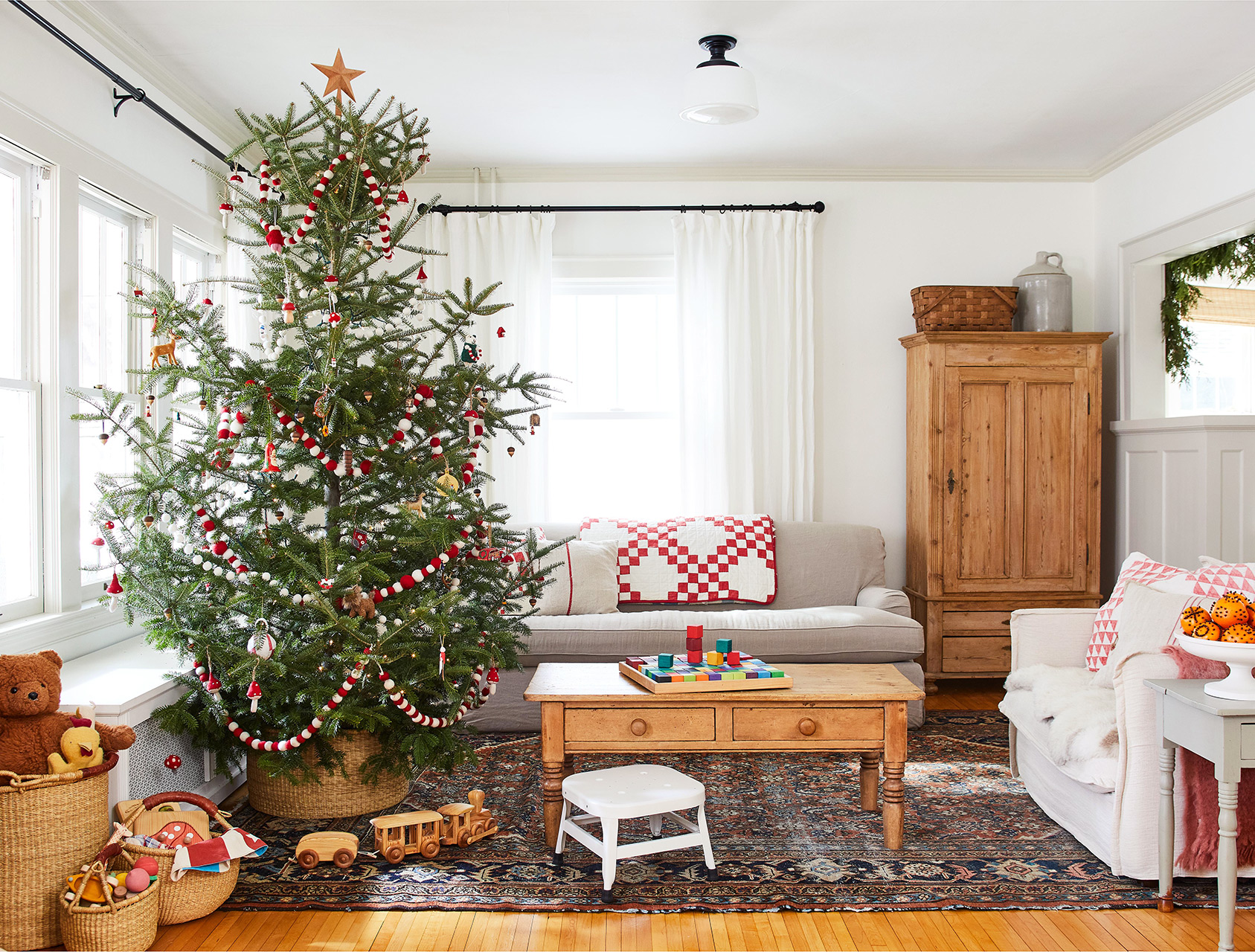 living room with decorated christmas tree