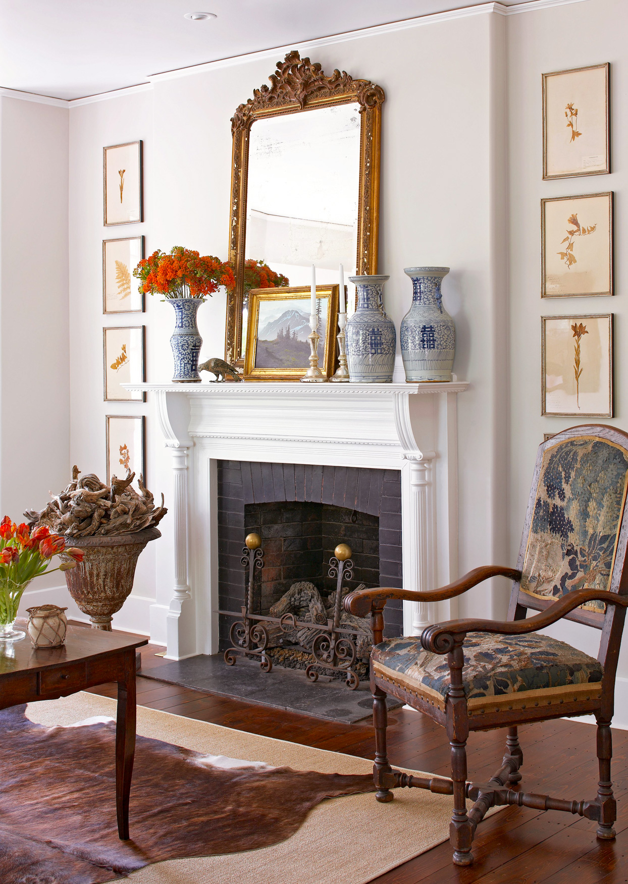 formal sitting room with fireplace mantel décor