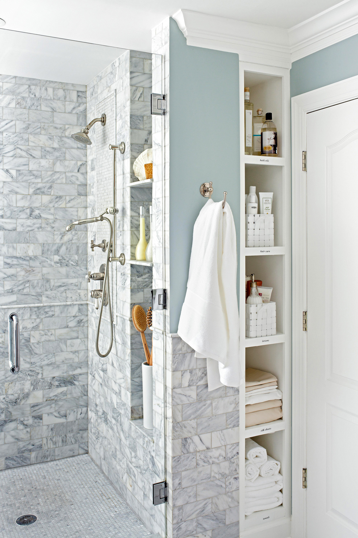 walk in shower with recessed shelf