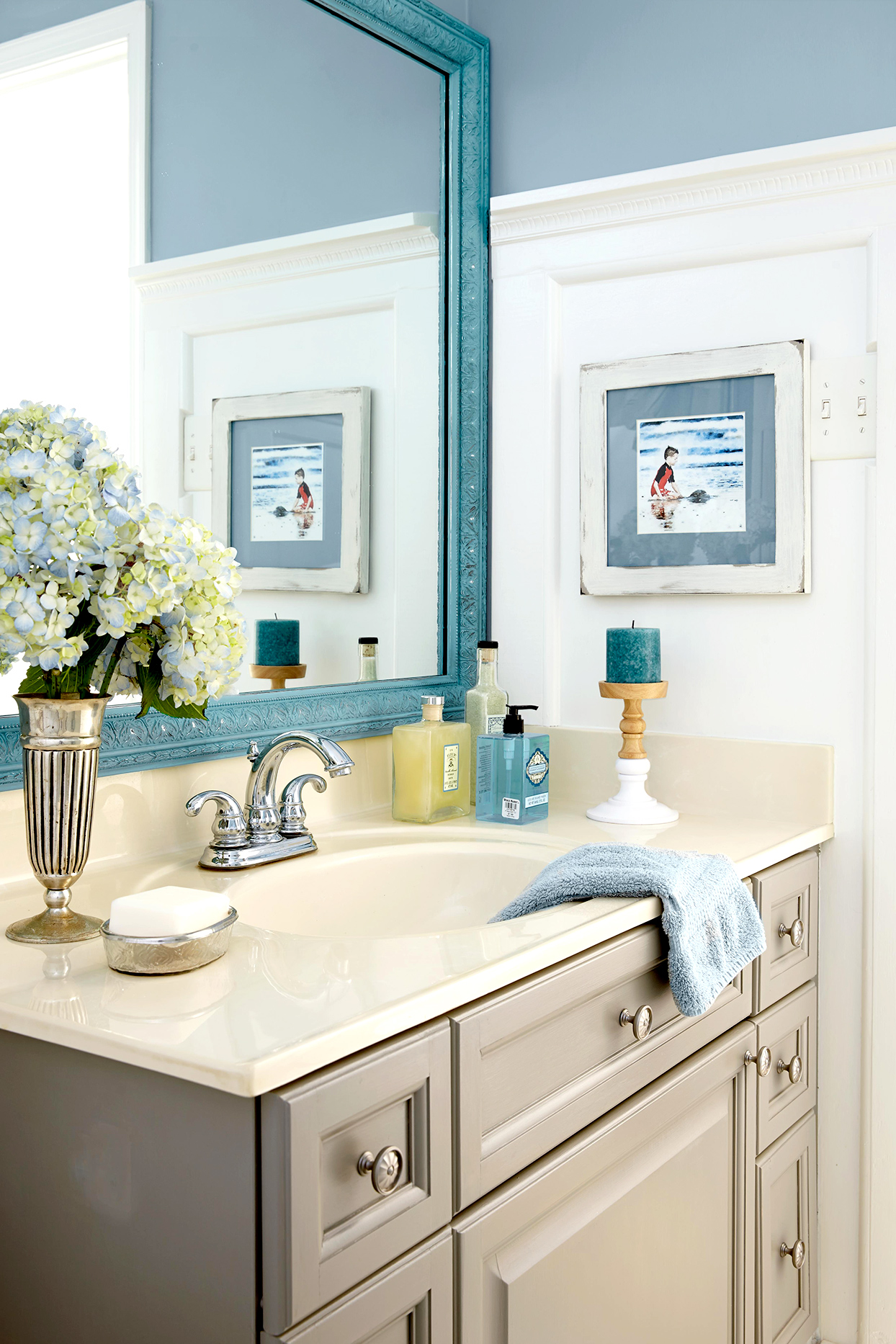 bathroom with blue and white walls