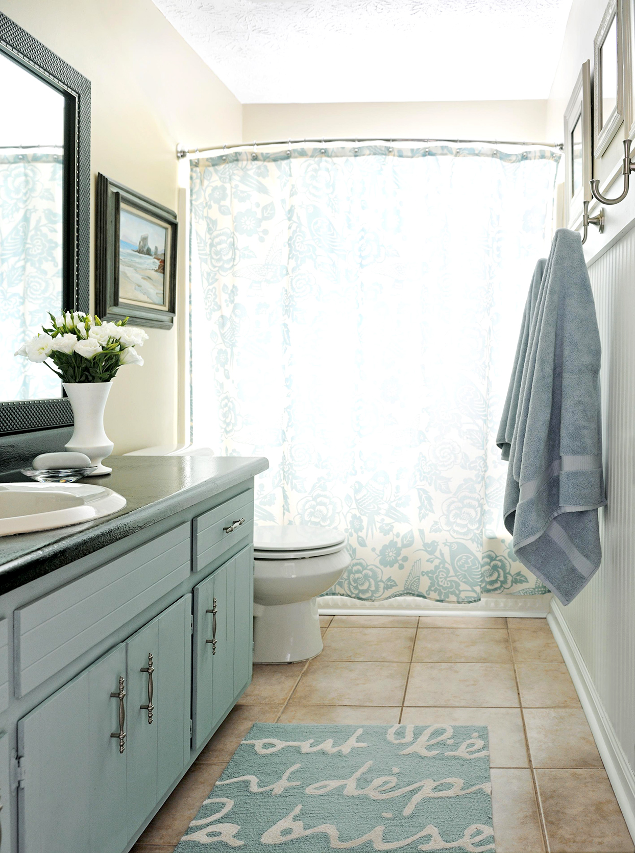 traditional style bathroom with porcelain tile floor