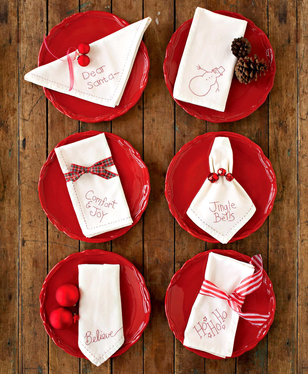 red plates with holiday napkins