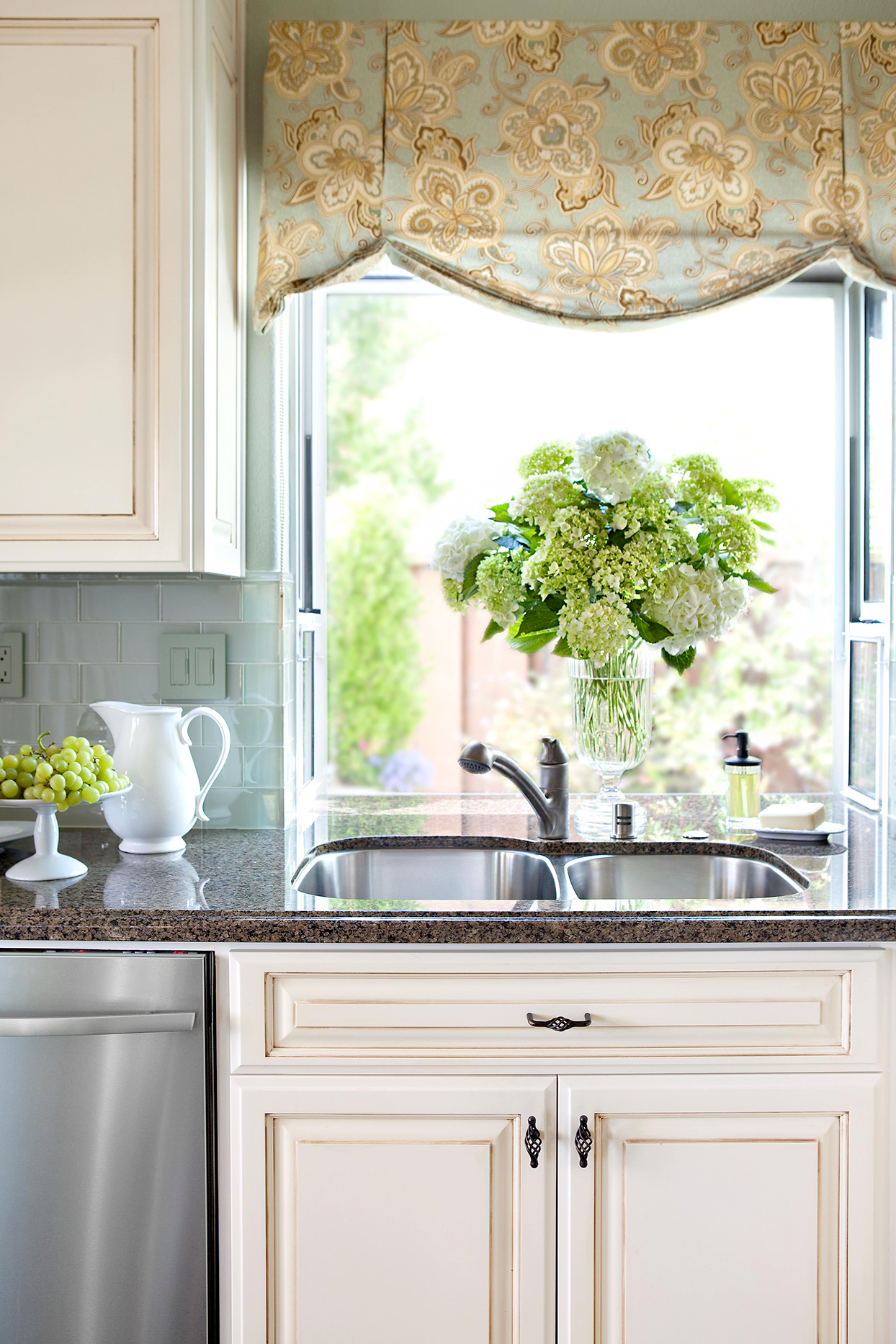 Traditional style kitchen with shade and flowers