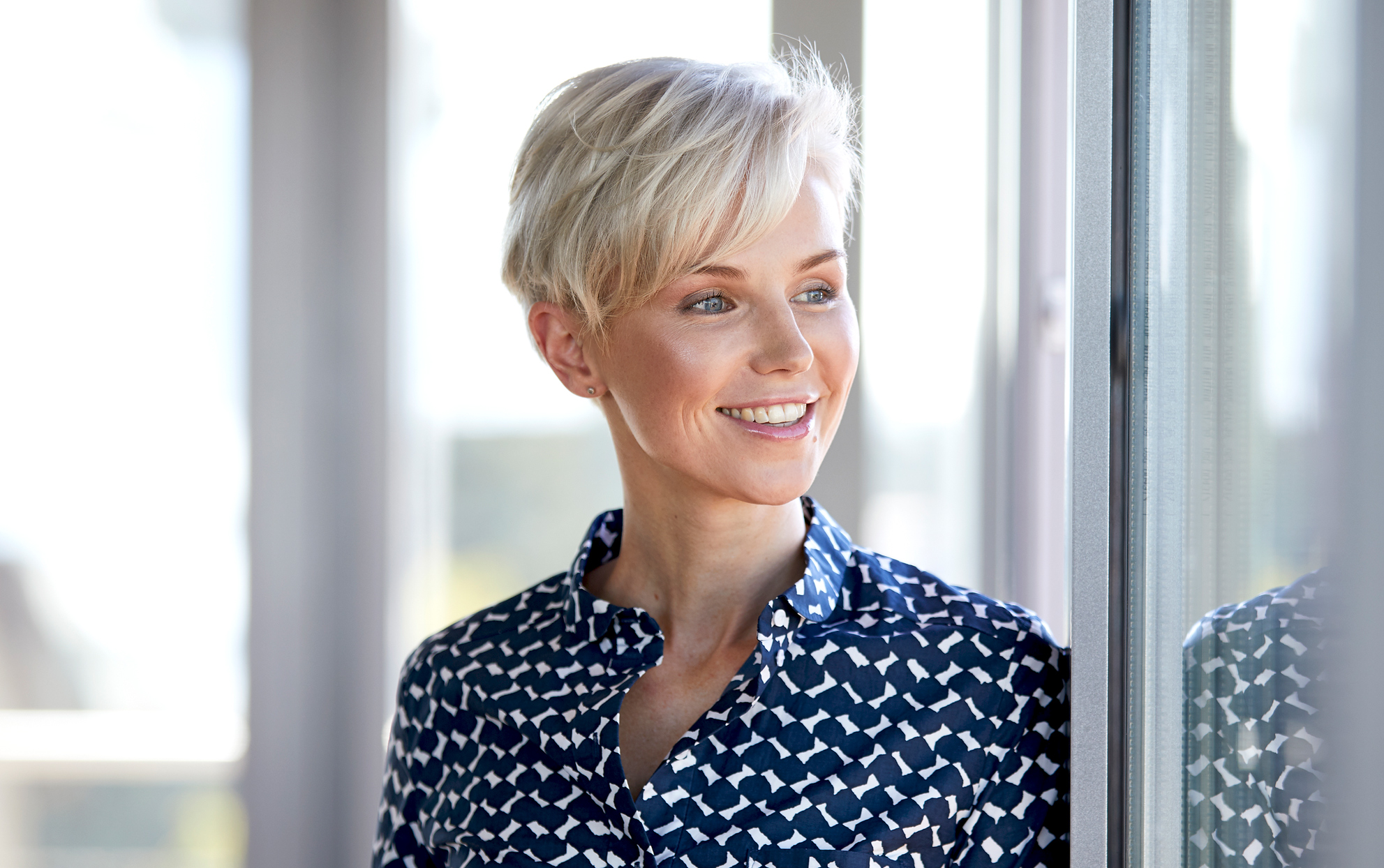 Woman with blonde hair in a Pixie cut
