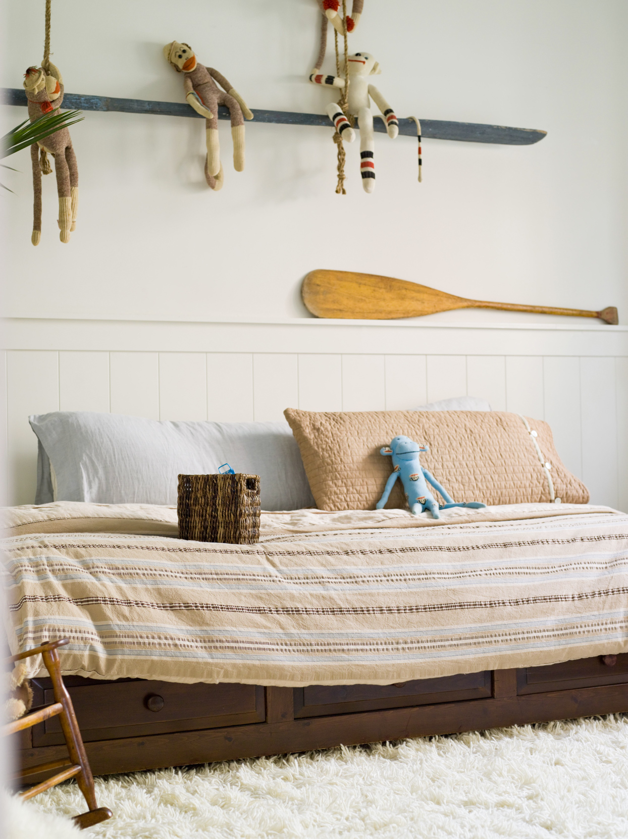 childrens bedroom with oar and stuffed animals