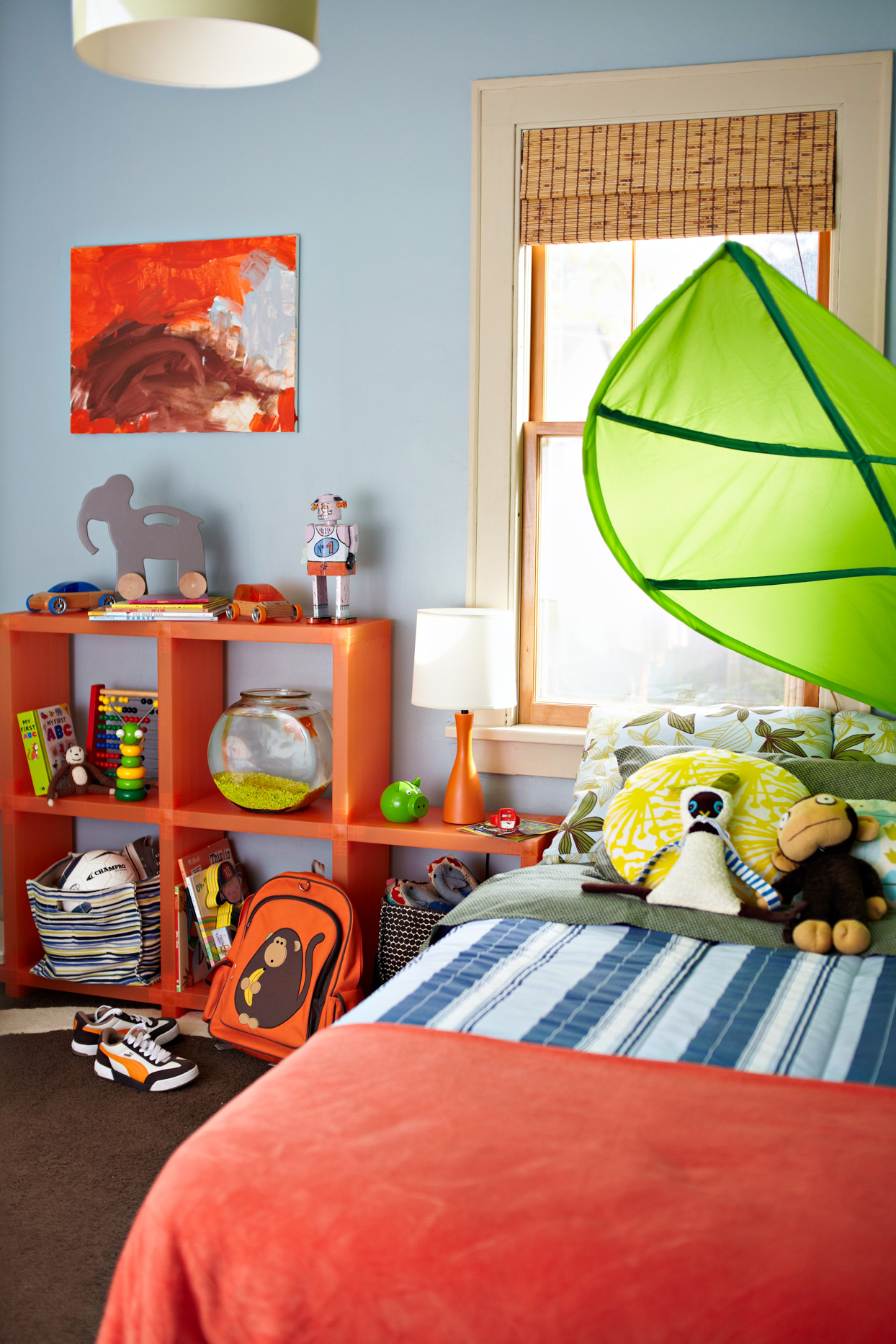 childrens bedroom with square shelving