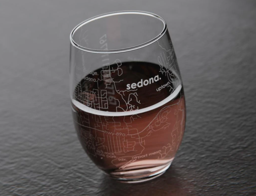 wine glass with map of sedona etched on it