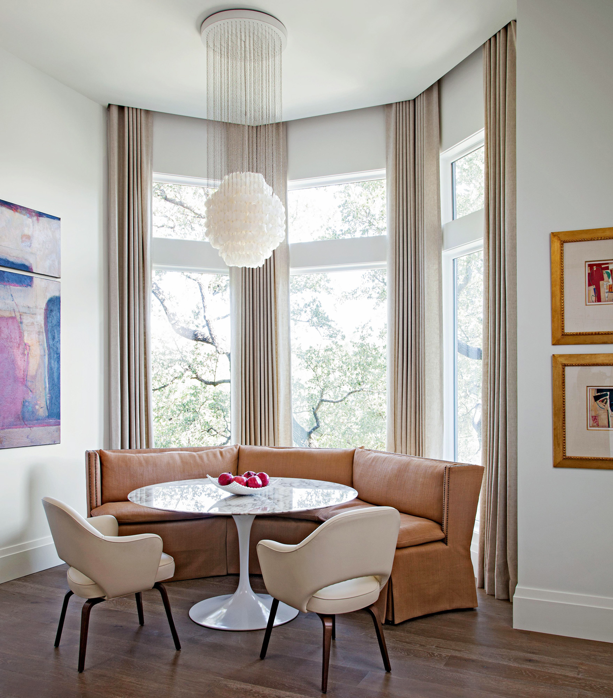 Eclectic style dining room tulip table