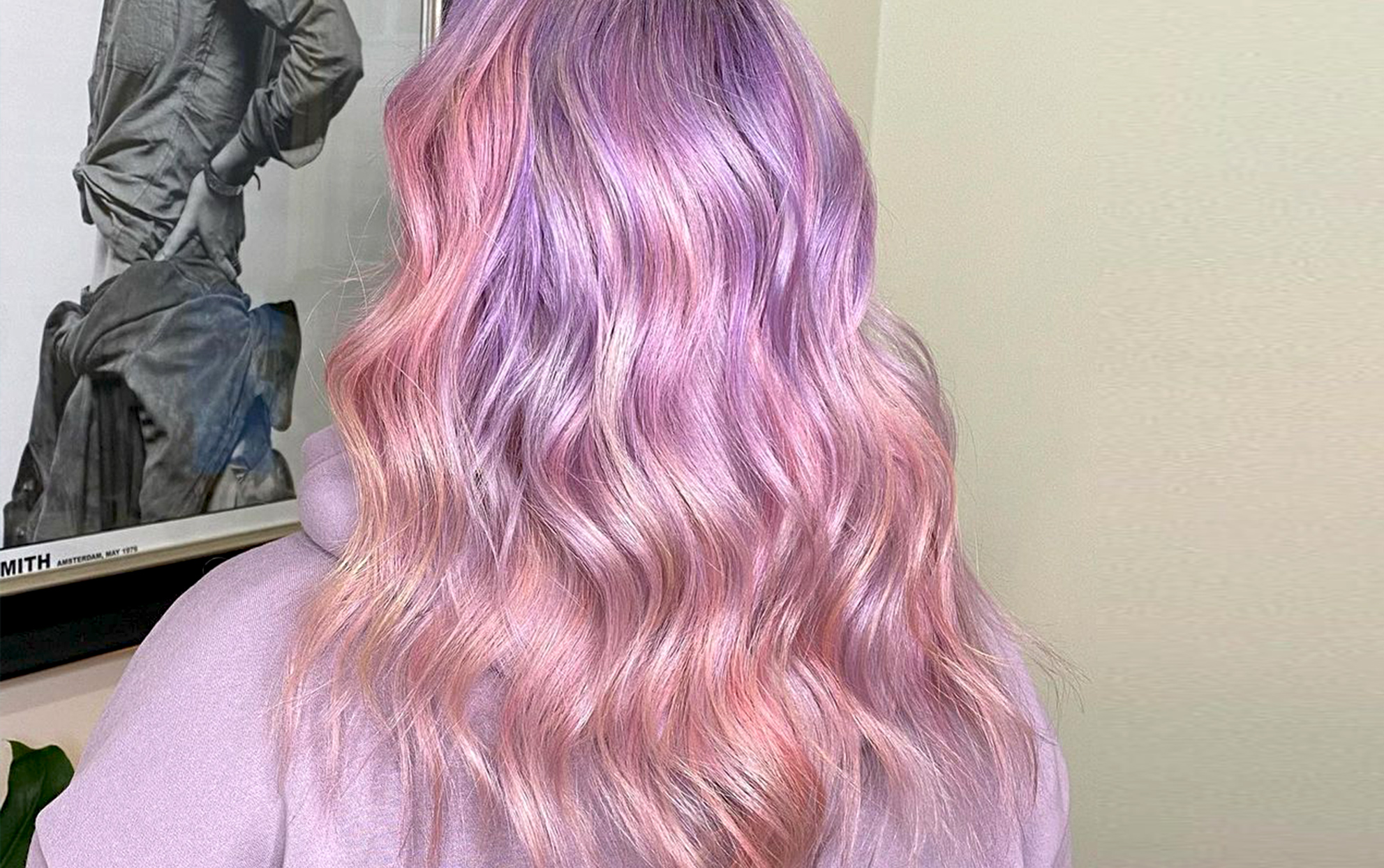 Back of a woman with wavy pink hair
