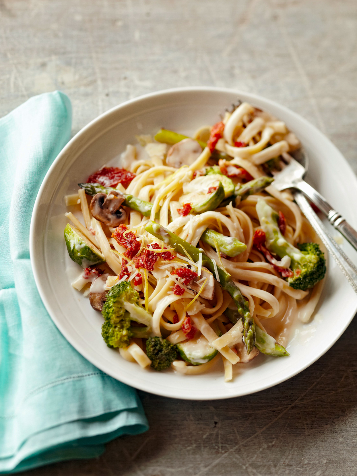 Fettuccine Alfredo with Sun-Dried Tomatoes & Veggies