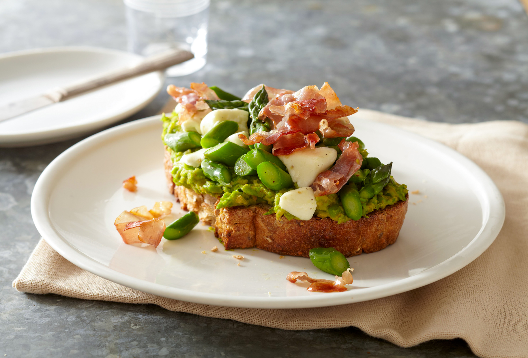 Asparagus and Prosciutto Tartines with Basil-Pea Spread