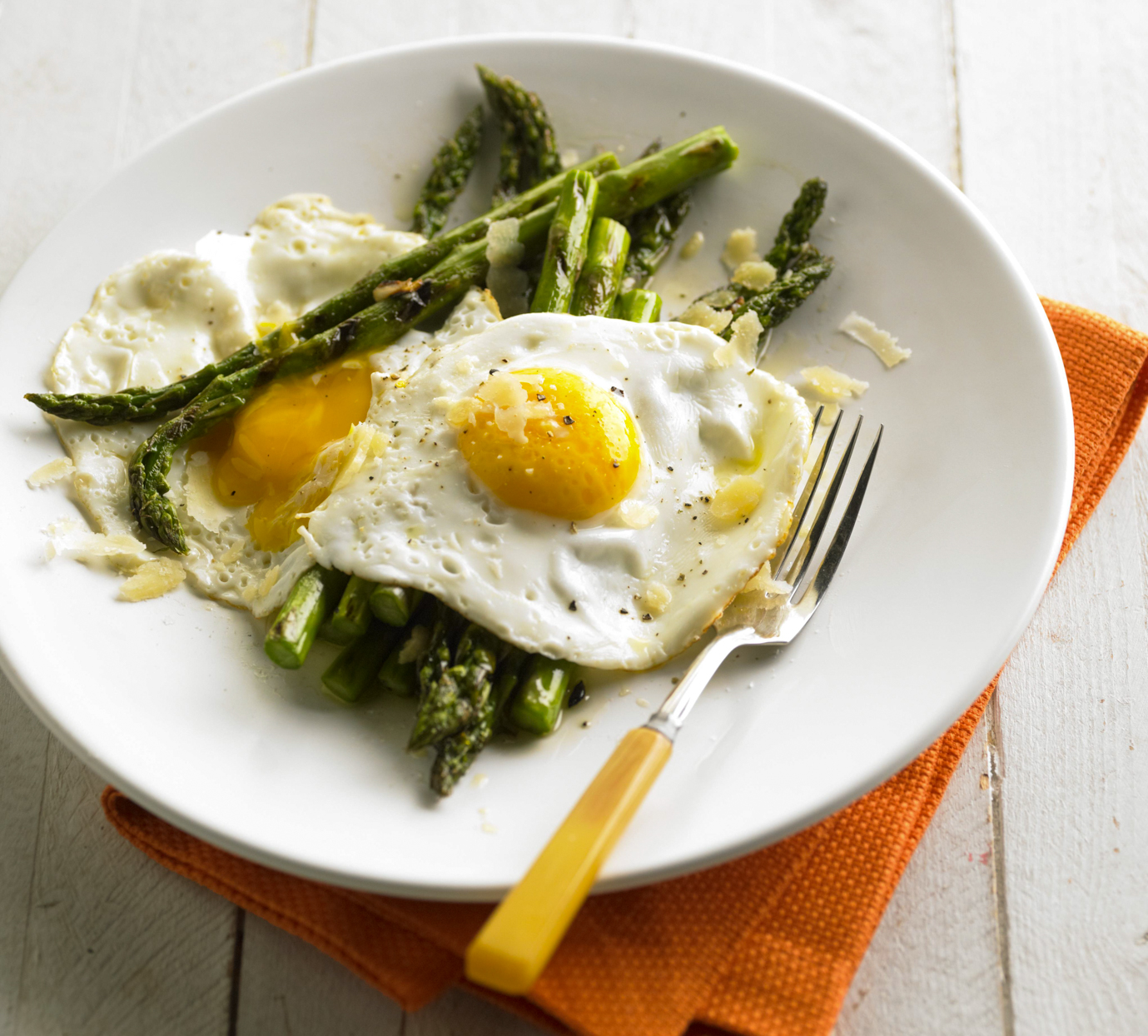 Grilled Asparagus with Fried Eggs