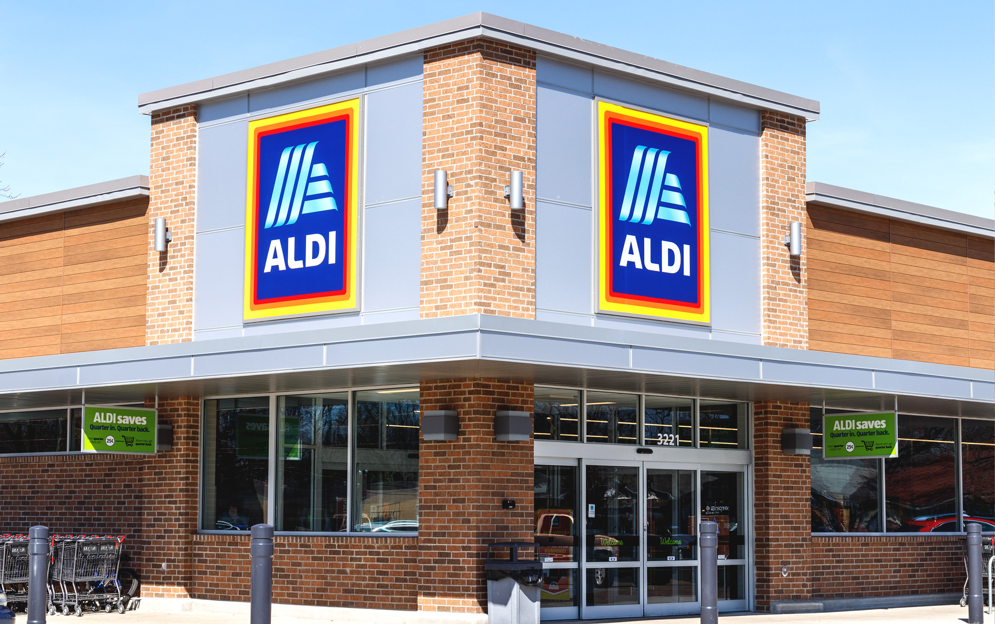 Aldi storefront with blue sky