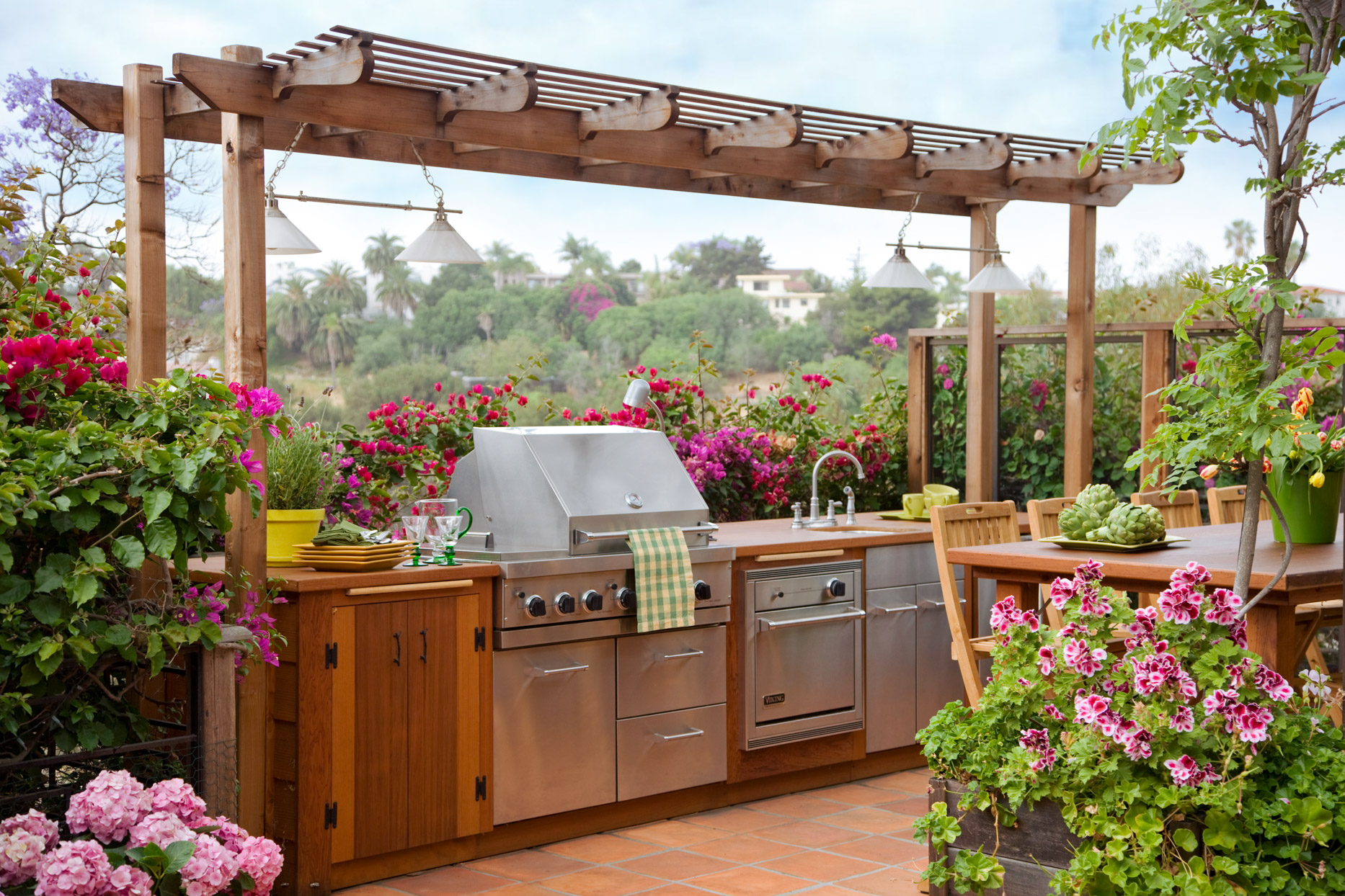 outdoor kitchen patio flowers