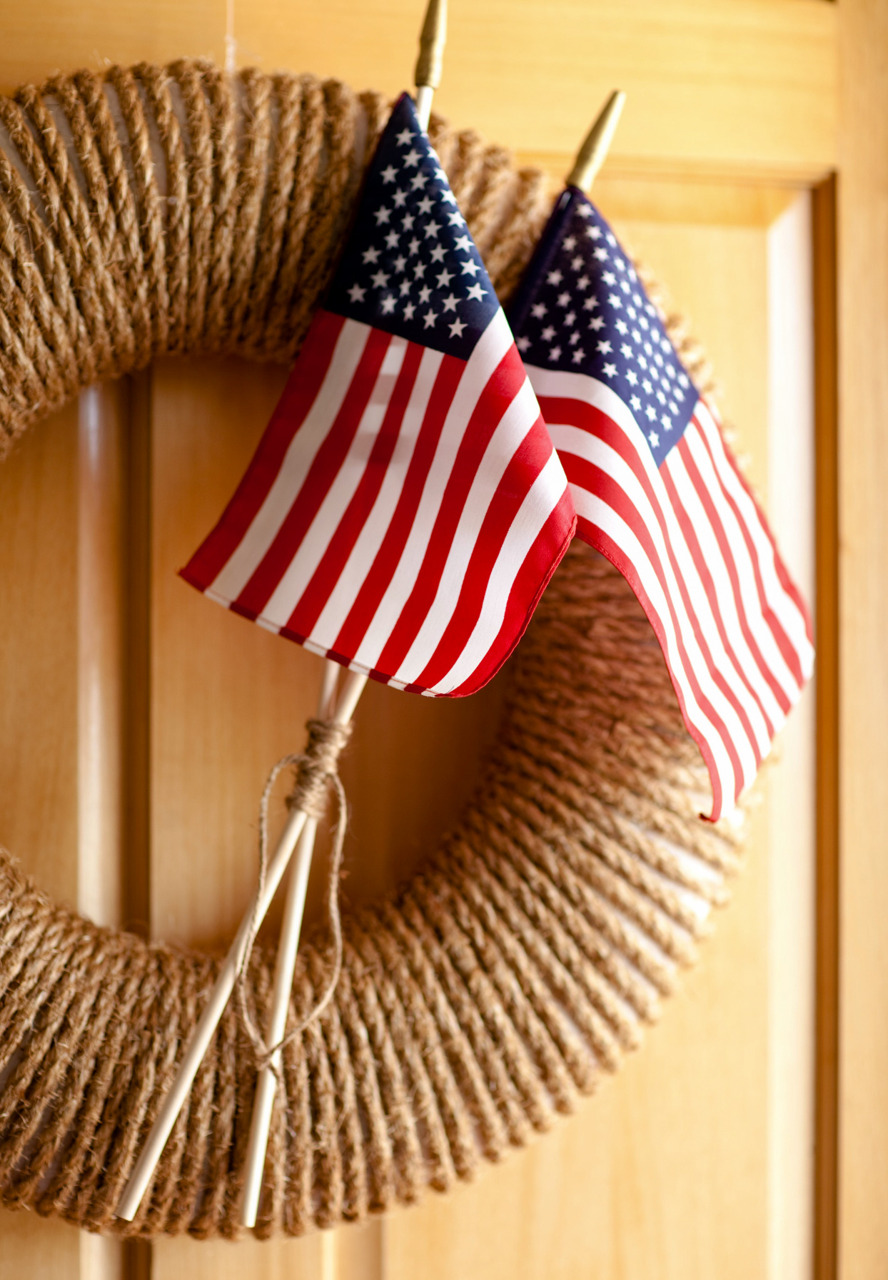 4th of july wreath with american flags