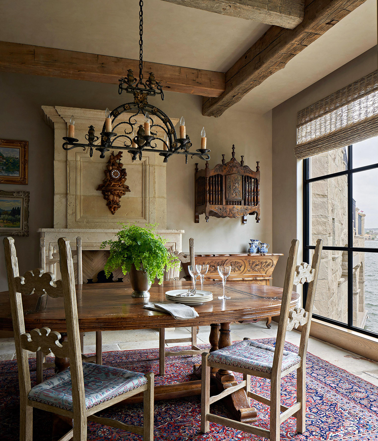 dining room table chairs by window