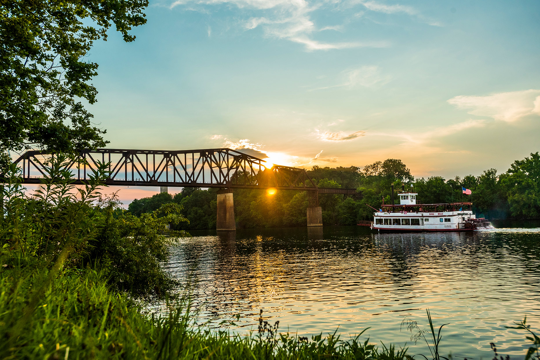 steamboat traveling on river in Tuscaloosa, Alabama